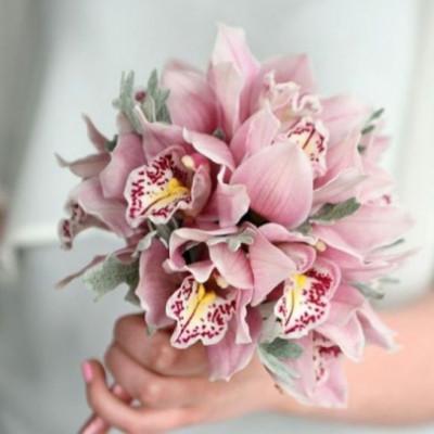 Букет невесты из 15 орхидей