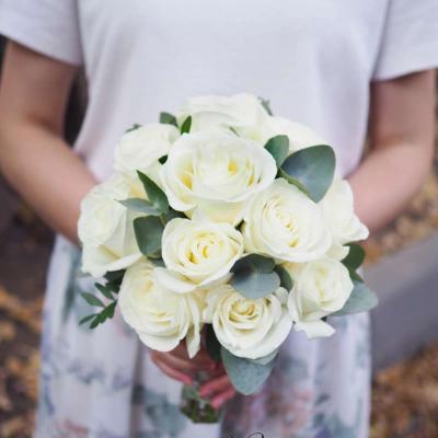 Букет невесты из 17 белых роз