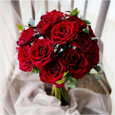 Букет невесты из 17 красных роз