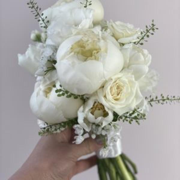 Букет невесты с пионами и розой