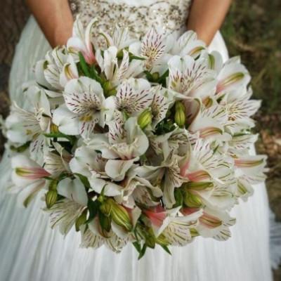 Букет невесты из 9 альстромерий